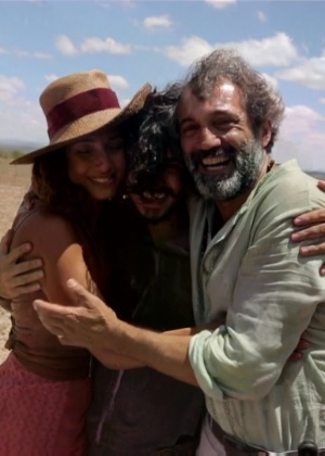 Camila, Leone e Domingos em intervalo da gravação da novela - Reprodução/TV Globo