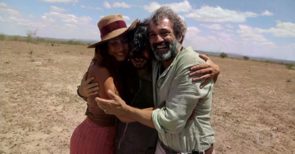 Domingos Montagner abraça Camila Pitanga e Gabriel Leone em última gravação de