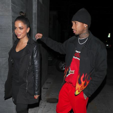 Anitta e o rapper Tyga chegam juntos ao badalado restaurante Nobu, em Los Angeles - AKM-GSI