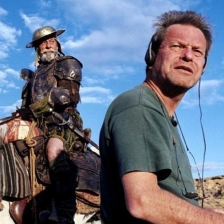 Adaptação de clássico da literatura, dirigida por Terry Gilliam (à dir.) levou 17 anos para ser finalizada - Divulgação