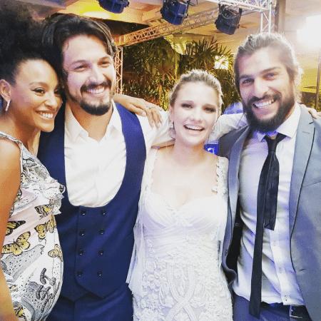 Sheron Menezzes, os noivos Romulo Estrela e Nilma Quariguasi, e Saulo Bernard - Reprodução/Instagram/sheronmenezzes