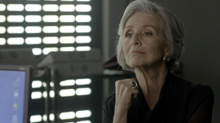 """Sabine (Irene Ravache) presta depoimento em """"Pega Pega"""" - Reprodução/GShow"""