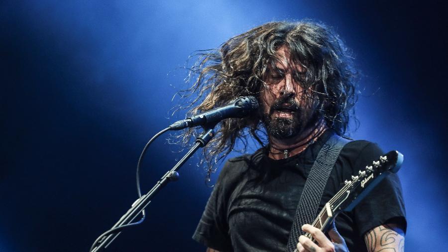 Dave Grohl chacoalha o Allianz Parque, em São Paulo, durante show do Foo Fighters - Lucas Lima/UOL