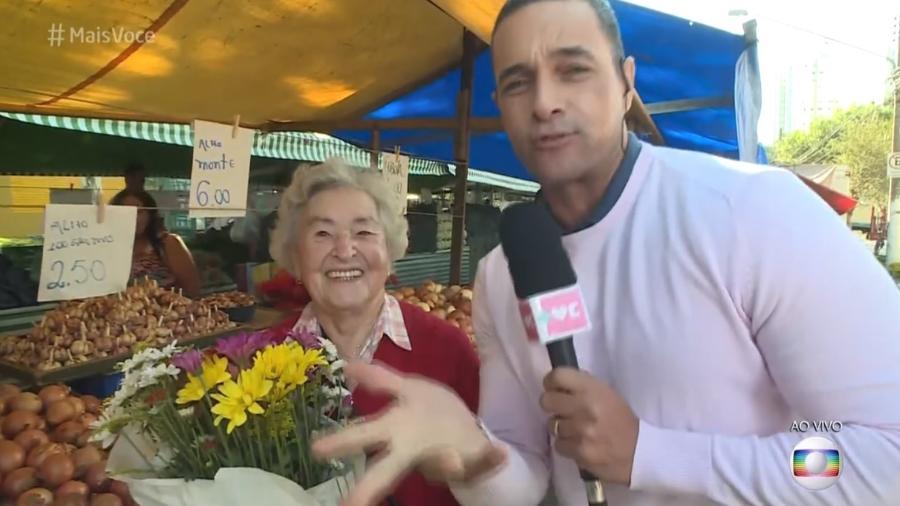 """Repórter do """"Mais Você"""" reencontra senhora que o ignorou no """"Mais Você"""" - Reprodução/Globo"""