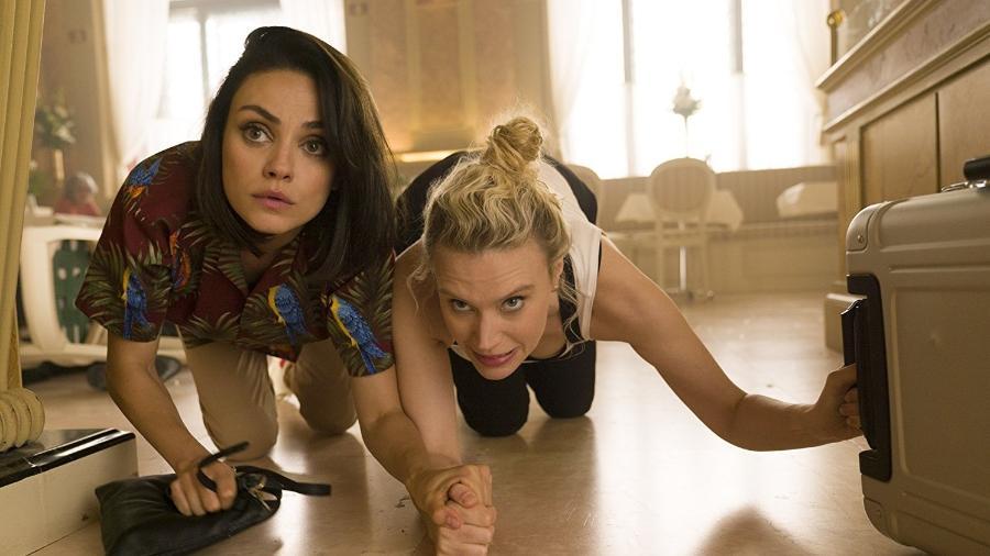 """Mila Kunis e Kate McKinnon em cena de """"Meu Ex é um Espião"""" - Reprodução"""