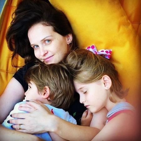 Fernanda Rodrigues ao lado dos filhos - Reprodução/ Instagram