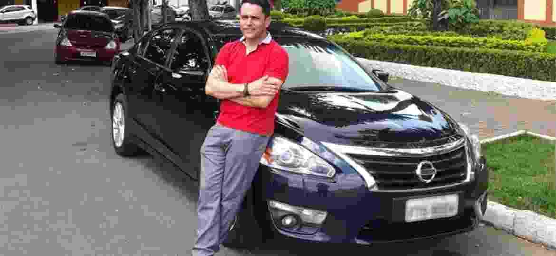 """Aldo Silva, de São Paulo, está com seu Altima depois de dois Hyundai Azera. """"Hoje o que mais gosto é a dirigibilidade"""" - Arquivo pessoal"""