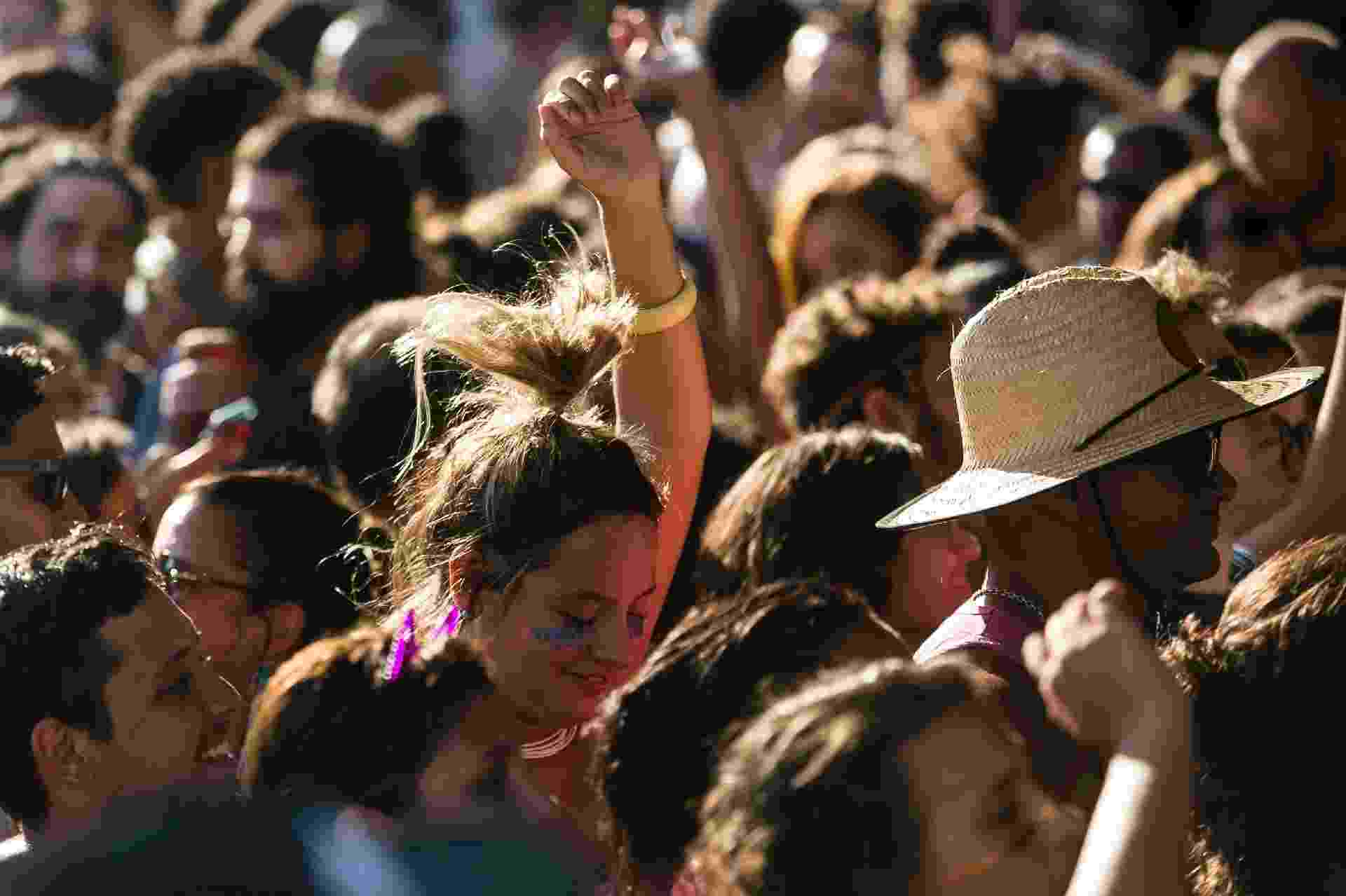 Público nem lembrou do calor com a Orquestra Voadora - Bruna Prado/UOL