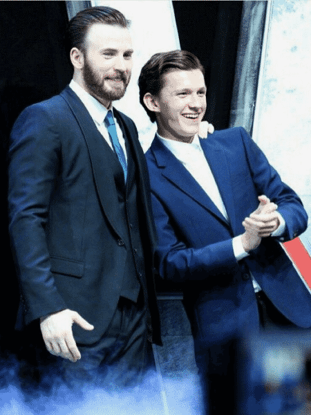 Os atores Chris Evans e Tom Holland - Reprodução/Twitter