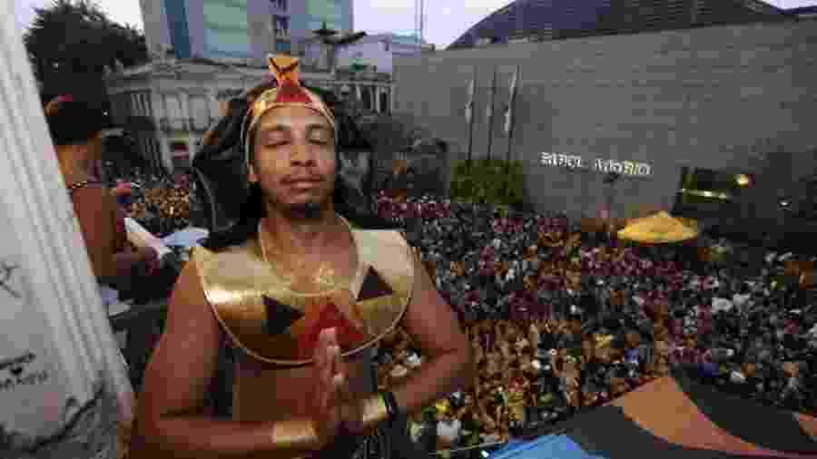 Bloco Saymos do Egyto anima Carnaval no Rio de Janeiro com fantasias de faraós - Marcelo de Jesus/UOL
