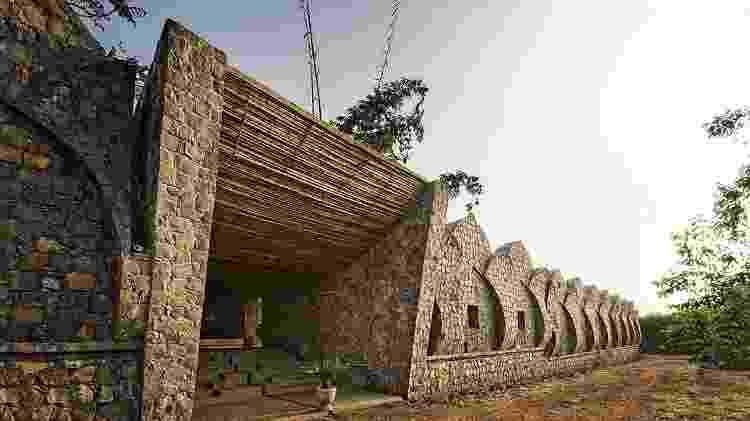 Resort Kondan The Retreat, feito de pedra, na Índia - Divulgação