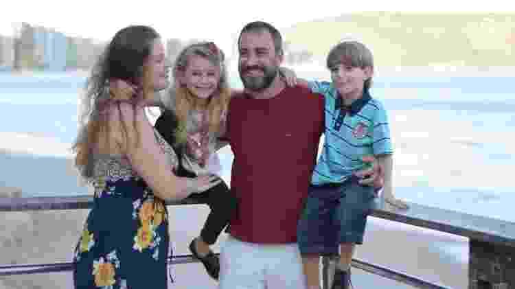 Pedro com a mulher e dois dos três filhos: ex-namorada pediu 'chip' com músicas após briga - Gazeta Online/Reprodução