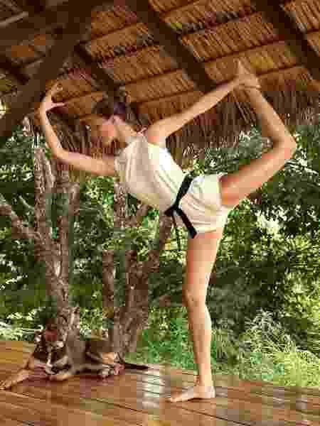 Gisele Bündchen mostra todo seu equilíbrio - REPRODUÇÃO/INSTAGRAM