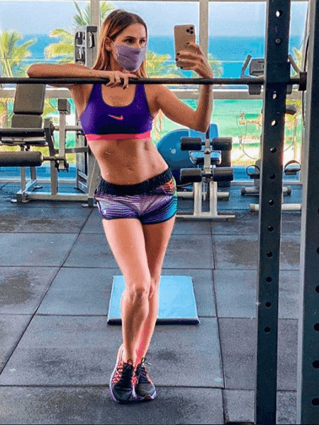 Deborah Secco exibe corpo definido em foto na academia - Reprodução/Instagram/@deborahsecco - Reprodução/Instagram/@deborahsecco