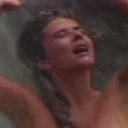 """O banho na cachoeira de Dona Beija (Maitê Proença), em """"Dona Beija"""" (Rede Manchete, 1986) - Reprodução"""