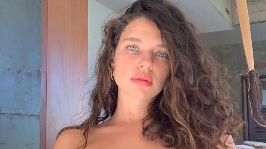 Bruna Linzmeyer falou sobre receio de perder contratos após assumir namoro lésbico - Imagem: Reprodução/Instagram@brunalinzmeyer
