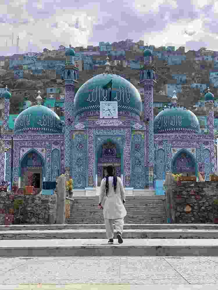 Kalebe em frente à mesquita xiita Ziarat-e Sakhi, em Cabul, Afeganistão - Arquivo pessoal - Arquivo pessoal