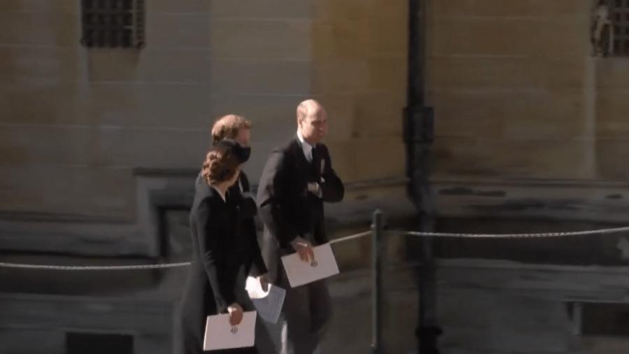Príncipes William e Harry conversam após o funeral de Philip - Reprodução / GloboNews