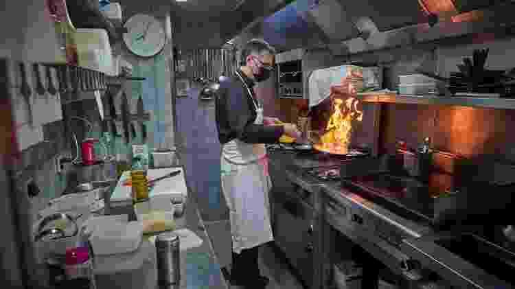 Os cozinheiros, em particular, têm sido atraídos por estabelecimentos que apenas preparam as refeições em casa - Getty Images - Getty Images