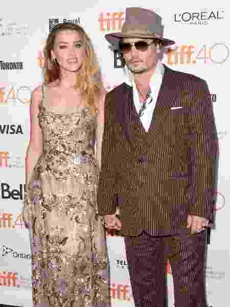 "12.set.2015 - Amber Heard leva o marido Johnny Depp para a exibição de ""The Danish Girl"". A atriz interpreta Oola Paulson no drama, que é uma das apostas para o Oscar - Jason Merritt/Getty Images - Jason Merritt/Getty Images"
