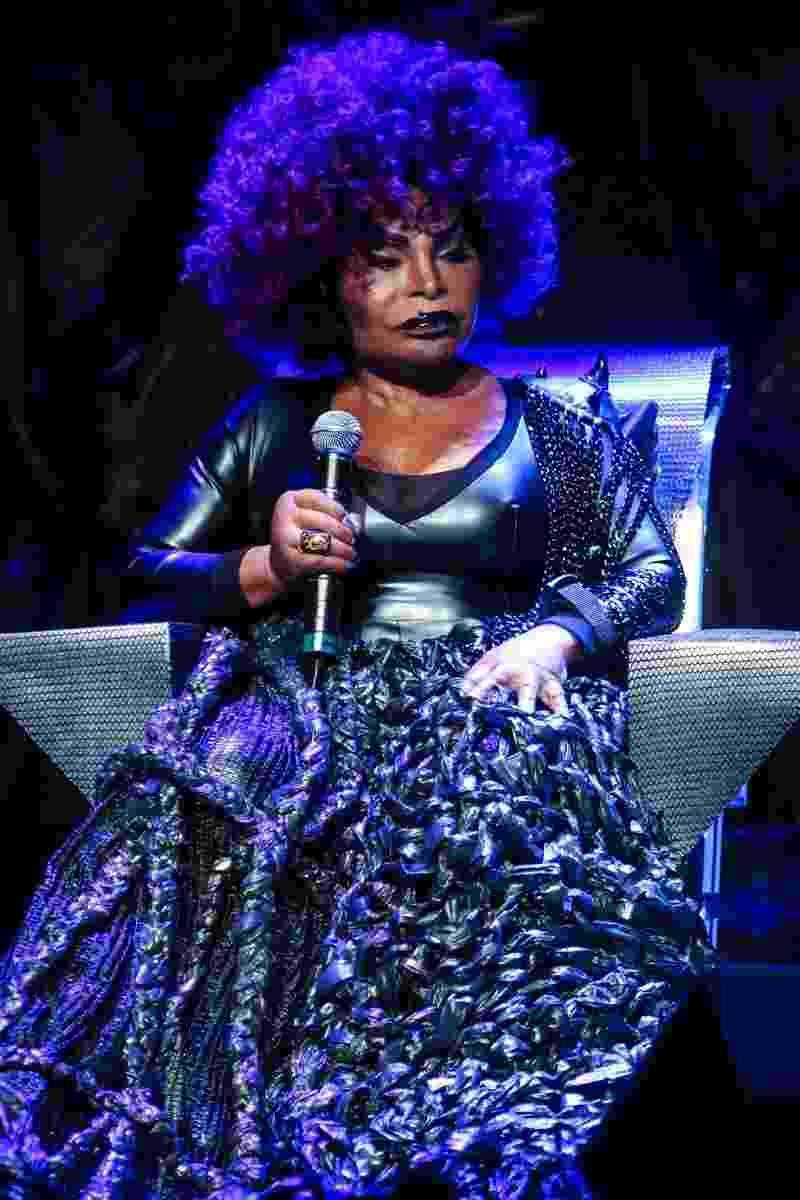 """4.out.2014 - A cantora Elza Soares no show de abertura da turnê de seu disco de inéditas, """"A Mulher do Fim do Mundo"""" - Manuela Scarpa/Photo Rio News"""