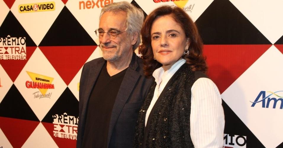 17.nov.2015 - Marieta Severo e seu marido, Aderbal Freire Filho, na 17ª edição do Prêmio Extra de Televisão, no Rio de Janeiro