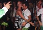 Após desfilar, Zezé di Camargo se joga na pista de dança com a namorada - Ag. News
