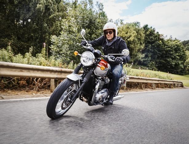 """Triumph Bonneville 2016 é moderna e cheia de tecnologia, mas tem aquela pinta de """"moto antiga bem cuidada"""" que chama a atenção por onde passa - Divulgação"""