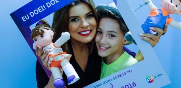 Mara Maravilha e o menino Samuel, que será símbolo da edição do Teleton de 2016 - Divulgação
