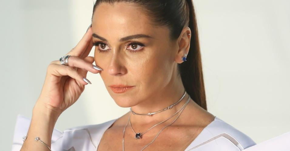Giovanna Antonelli posa para ensaio de coleção de joias em São Paulo