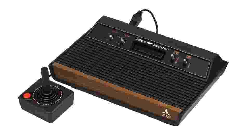 O belo Atari 2600, lançado nos Estados Unidos em 1977, um dos videogames mais queridos por colecionadores - Reprodução