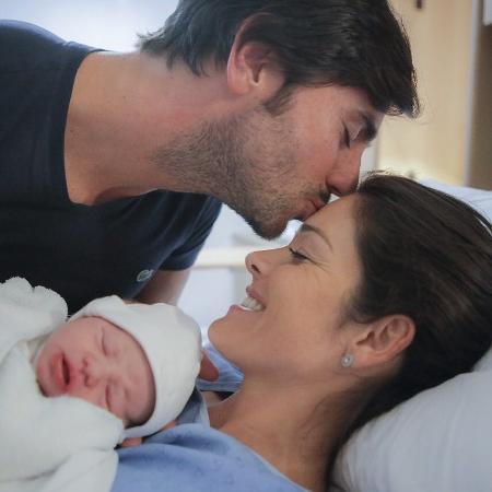Ex-BBB Talula com o marido e a filha recém-nascida - Reprodução/Instagram