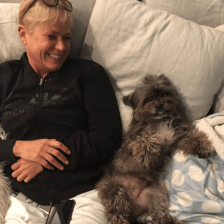 """Xuxa """"fazendo arte"""" no apartamento da filha, Sasha, em Nova York - Reprodução/Instagram"""