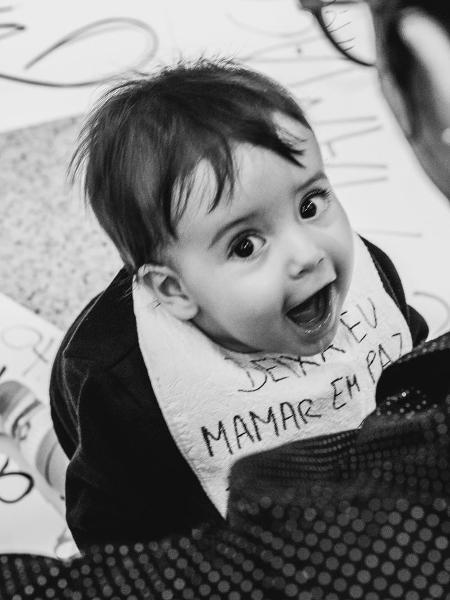 Bebê acompanha mãe a ato pela amamentação em shopping de Belo Horizonte - Arquivo pessoal/ Júlia Filogônio