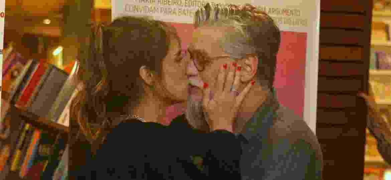 Fábio Assunção e Maria Ribeiro se beijam pela primeira vez - Imagem/AgNews