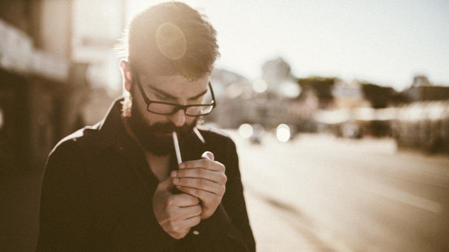 Os fumantes estão em baixa na preferência feminina - Getty Images