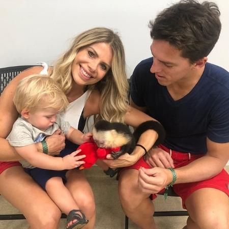 """Enrico Bacchi conhece um chimpanzé """"bebê"""" em sua passagem por Miami - Reprodução/Instagram"""