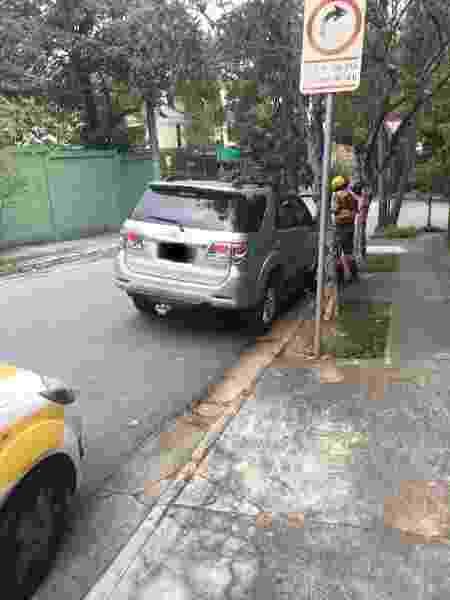 Agente multa carro de funcionário da Band no Morumbi - Band / Reprodução