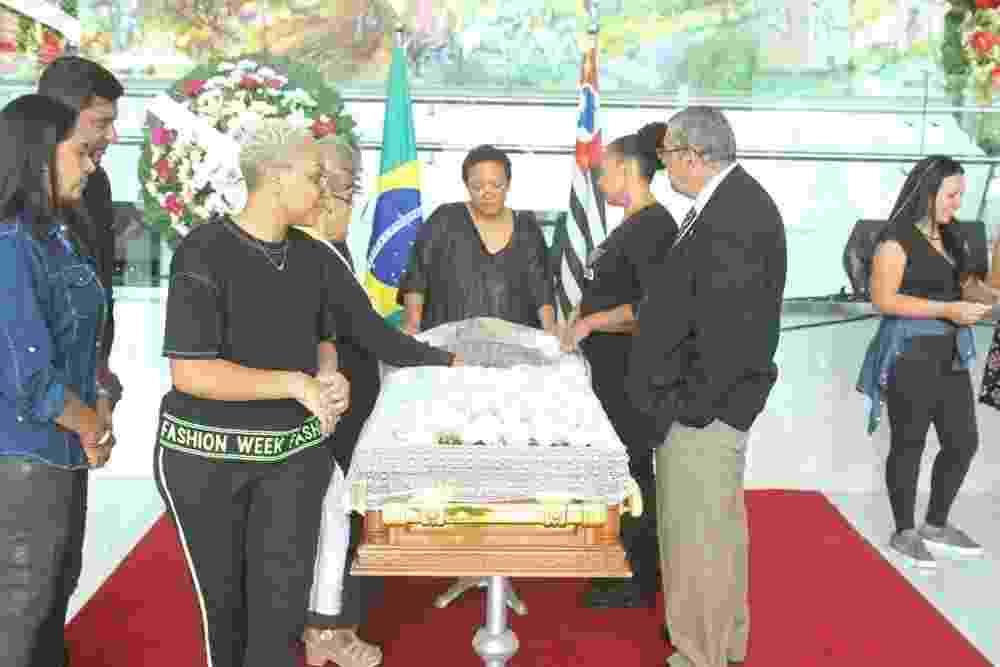 Familiares e amigos se despedem de Deise na Assembleia Legislativa de São Paulo - Amauri Nehn/Brazil News