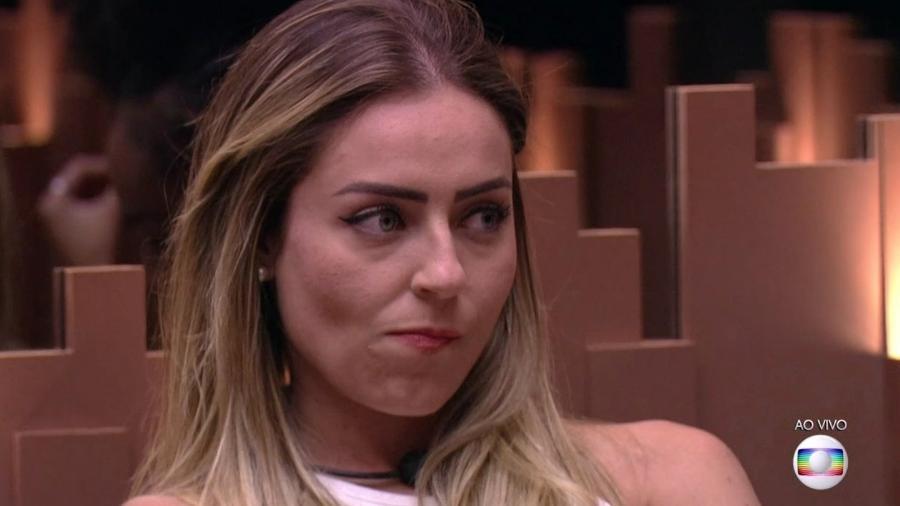 """Paula ouve a votação do paredão do """"BBB19"""" - Reprodução/TvGlobo"""