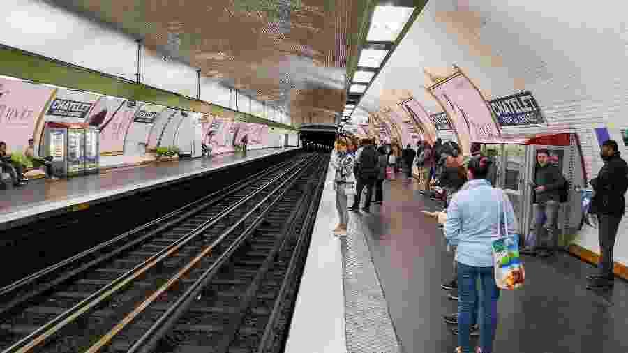 A mulher desceu na estação Villeneuve-Saint-George e os passageiros do carro também foram convidados a descer - Rosivan Morais/Futura Press/Folha