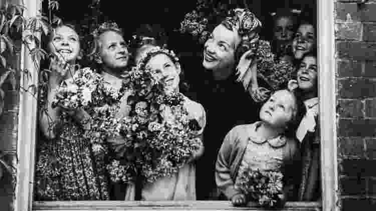 A estrela brasileira na paróquia de Weston Turville, durante a celebração do May Day - Coleção Haroldo Coronel/Divulgação - Coleção Haroldo Coronel/Divulgação
