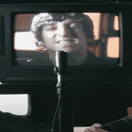 Moptop no clipe de 'O Rock Acabou' - Reprodução / YouTube - Reprodução / YouTube