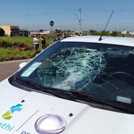 Equipe cobria caso no interior paulista, quando carros foram atingidos por pedras - Divulgação/Thathi Record TV
