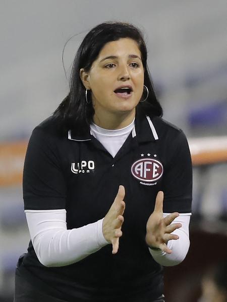 Lindsay Camila, de 38 anos, está no futebol profissional desde os 12 - AFP