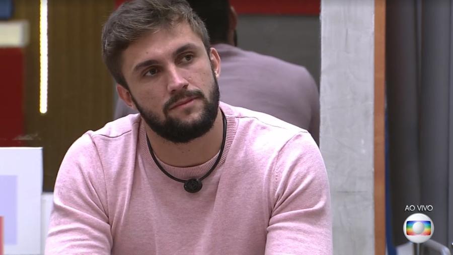 """Arthur Picoli, ex-participante do """"BBB 21"""", faz queixa sobre redes sociais  - Reprodução/Globoplay"""