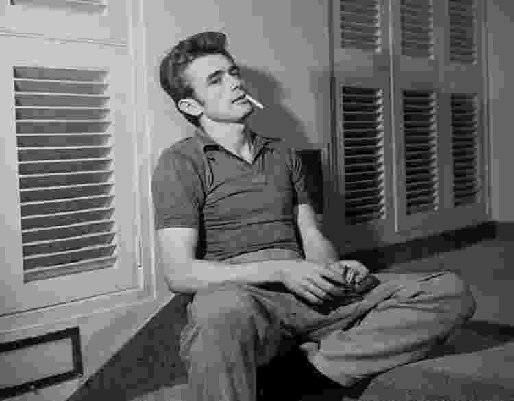 O ator James Dean foi um ícone de moda masculina nos anos de 1950 e 1960 e o jeans foi uma de suas marcas registradas - Reprodução - Reprodução