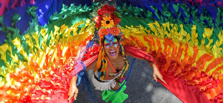 Raquel Poti performa durante a Parada LGBT+ no Rio de Janeiro, em 2018 - Carl de Souza/AFP