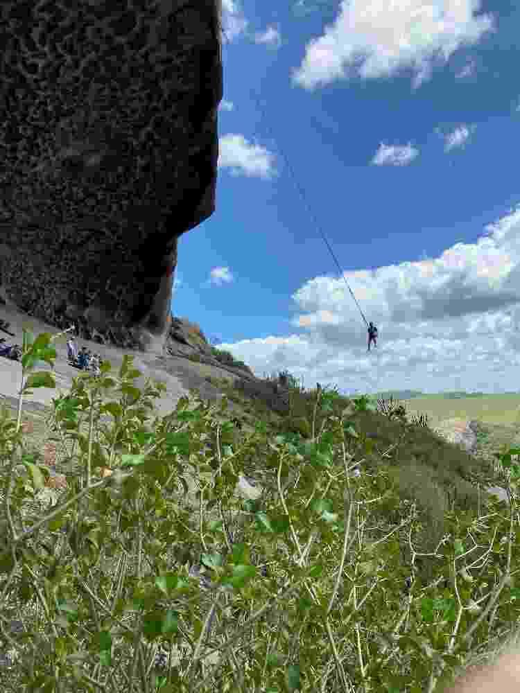 Júlio tirou a ideia do pêndulo humano na Pedra da Boca de um sonho - Divulgação - Divulgação