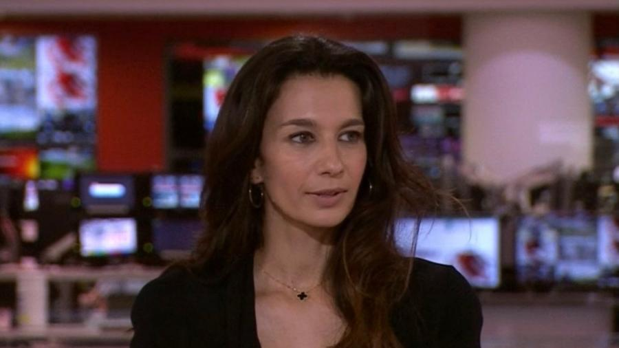 Yalda Hakim recebeu ligação do Taleban durante telejornal - Reprodução/BBC